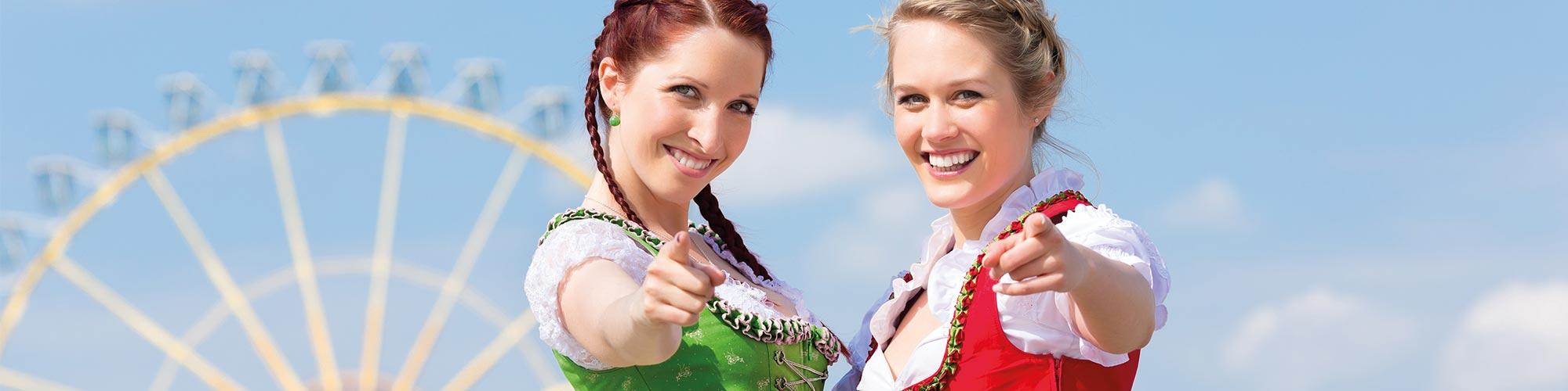 Frauen mit Dirndl Volksfest